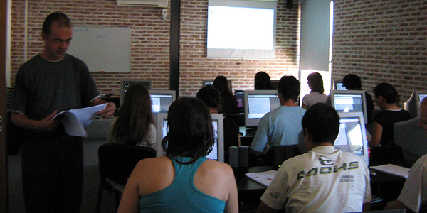 Dictado de curso de Postgrado en aula de PC