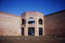 Edificio de Aulas - ingreso calle 122 y 61
