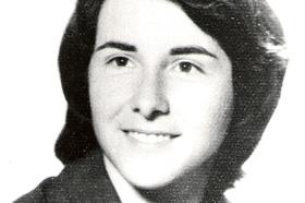 Estudiante de Geología. Desaparecida el 15/06/1977 a los 27 años. Militante del Partido Comunista Marxista Leninista (PCML).