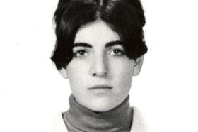 Estudiate de Zoología. Desaparecida el 16/08/1977 a los 26 años. Militante del Grupo Revolucionario de Bases (GRB).