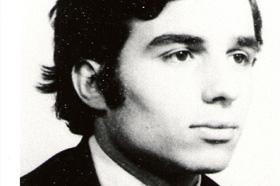 Estudiante de Ecología. Asesinado el 08/07/1975 a los 19 años. Militante del Grupo Universitario Socialista (GUS).