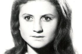 Estudiante de Antropología. Desaparecida el 05/12/1977 a los 27 años. Militante del Partido Comunista Marxista Leninista (PCML).