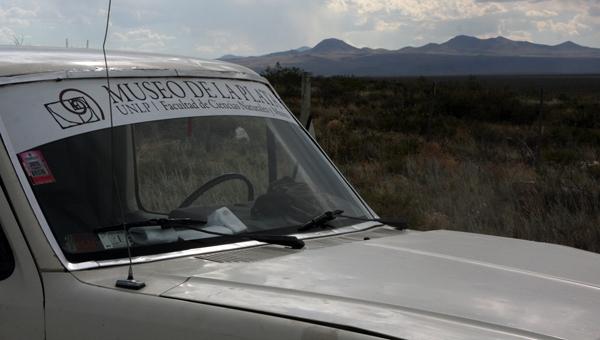 Tareas de campo en la provincia de La Pampa, en el marco de un proyecto de investigación financiado por la ANPCyT. División Paleontología Vertebrados. Diciembre de 2011