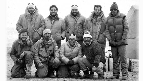 Integrantes de la expedición argentino-polaca. Campaña Antártica de Verano 1991/1992, Campamento Geomarambio en la Isla Marambio, Península Antártica.